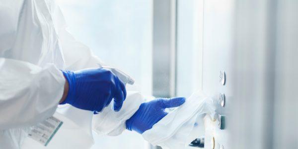 Flächendesinfektion - Gründliche Reinigung und Desinfektion